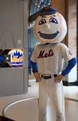 New York Mets mascot, Mr. Met, on display at the  Citi Field — Stock Photo