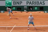 Grand Slam champions Mike and Bob Bryan of United States in action during second round match at Roland Garros 2015 — Stock Photo