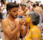 Artists paint 100 fully nude models of all shapes and sizes during second NYC Body Painting Day — Stock Photo