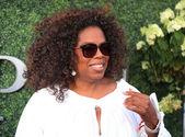 Oprah Winfrey attends US Open 2015 tennis match between Serena and Venus Williams — Stock Photo
