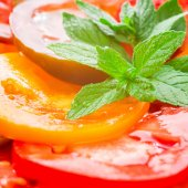 Colorful Tomato Slices with green branch of mint, Fresh Organic  — Stock Photo