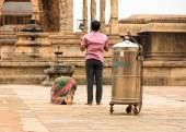 THANJAVUR, INDIA - FEBRUARY 14: Indian man and  woman prays at B — Stock Photo