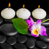 Spa background of row white candles, orchid flower dendrobium an — Stock Photo