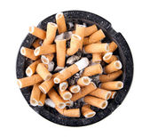 Ashtray full of cigarette butts — Stock Photo