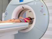 Woman as a patient being investigated for magnetic resonance scanner. — 图库照片