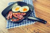 Ham and Egg. Bacon and Egg. Salted egg and sprinkled with black pepper. English breakfast. — Stock Photo