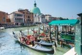 Gondolas service in Venice — Stock Photo
