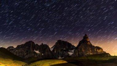 Star trails over Pale di San Martino, Dolomites — Stock Video