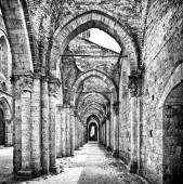 Historic ruins of abandoned abbey in black and white — Stock Photo