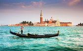 Gondola with San Giorgio Maggiore at sunset, Venice, Italy — Stock Photo