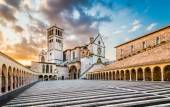 Basilica of St. Francis of Assisi at sunset, Assisi, Umbria, Italy — Stock Photo