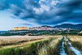 Historic town of Assisi at dusk, Umbria, Italy — Stock Photo