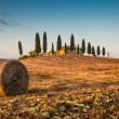 Tuscany landscape with farm house at sunset, Val d'Orcia, Italy — Stock Photo #68476789