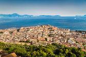 Ciudad de Napoli (Nápoles) con el Golfo de Nápoles, en el atardecer, Campania, Italia — Foto de Stock