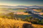 Scenic Tuscany landscape at sunrise, Val d'Orcia, Italy — Stock Photo