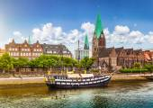 Historic town of Bremen with Weser river, Germany — Foto Stock