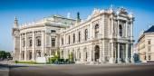 Historic Burgtheater (Imperial Court Theatre) in Vienna, Austria — Stock Photo