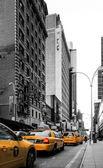 New York'ta sarı taksi — Stok fotoğraf
