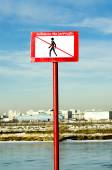 Sign prohibiting out on the ice — Stock Photo