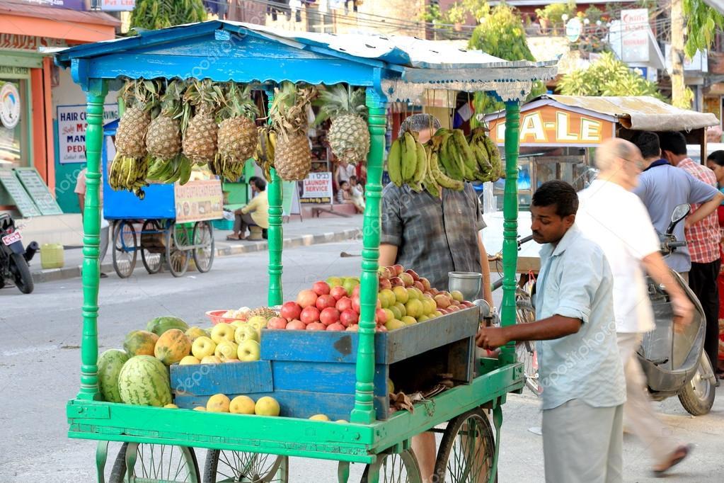 Carro venta del zumo de fruta pokhara nepal 0665 foto - Carro de frutas ...