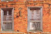 Paint-faded wooden windows. Dhulikhel-Nepal. 1030 — Stock Photo