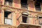 Red brick house-newar style. Dhulikhel-Nepal. 1058 — Stock Photo