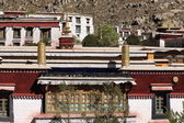 Windows and roofs in Drepung monastery. Lhasa-Tibet. 1217 — Стоковое фото