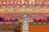 Polychroom houten deur. Norbulingka paleis-Lhasa-Tibet. 1260 — Stockfoto
