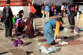Tibetan devotees praying and prostrating. Jokhang-Lhasa-Tibet. 1321 — Stock Photo