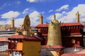 Dhvajas-dharmachakra on rooftop. Jokhang-Lhasa-Tibet. 1424 — Stock Photo