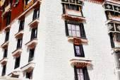 Whitewashed walls and windows of the Potala. Lhasa-Tibet. 1394 — Stock Photo
