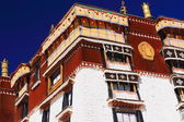 Whitewashed wall-gilded and wooden dhvajas. Potala-Lhasa-Tibet. 1395 — Stock Photo