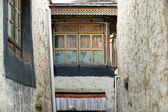 Wooden window at the bottom of a street. Gyantse-Tibet. 1609 — Stock Photo