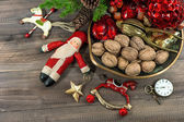 Christmas cookies and walnuts with vintage decorations — Zdjęcie stockowe