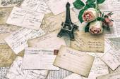 Roses, antique french postcards and Eiffel Tower Paris — Fotografia Stock