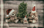 Christmas decoration with antique toys teddy bear family — Stock Photo