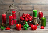 Vintage christmas background with burning candles and red bauble — Zdjęcie stockowe
