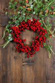 Christmas tree branches and wreath from red berries. festive dec — Stock Photo