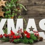 decorazioni di Natale e lettera natale con rami di pino — Foto Stock #57301243