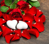 Valentines Day decoration red roses and two hearts — Stock Photo