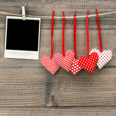Instant polaroid photo frame and red hearts. Valentines Day — Stock Photo