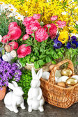 Easter decoration with spring flowers, eggs and bunnies — Stock Photo