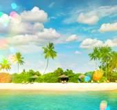 Tropical island sand beach with palm trees. — Stock Photo