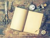 Open book and antique writing tools — Fotografia Stock