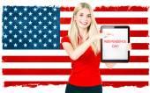 Kvinna med amerikanska flaggan. Självständighetsdagen. Patriotiska c — Stockfoto