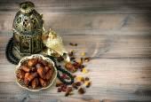 Fechas, lámparas árabes y Rosario. Días de fiesta islámicos Deco vintage — Foto de Stock