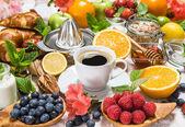 Coffee, croissants, granola, honey, fresh berries, fruits. Healt — Stock Photo
