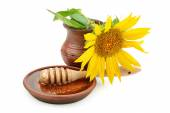 Clay dish with honey drizzler and flowers sunflowers — Stock Photo