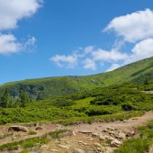 Mountain slopes and blue sky — Stock Photo
