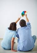 Man and woman choosing color — Stock Photo